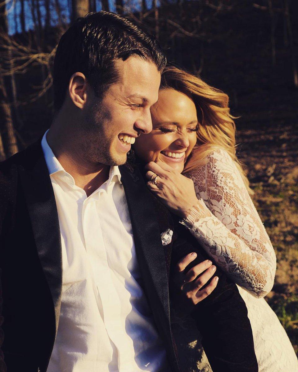 Surprise! Miranda Lambert is married. ?