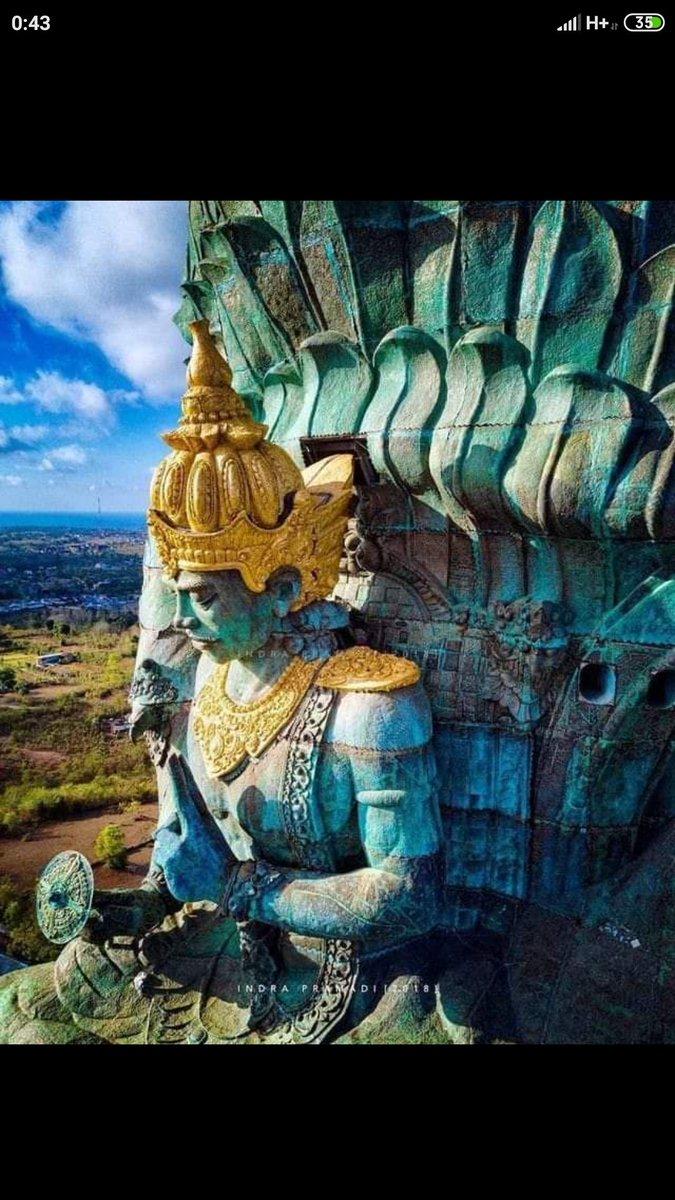 Patung GWK di pulau Bali https://t.co/ivClVwjViB