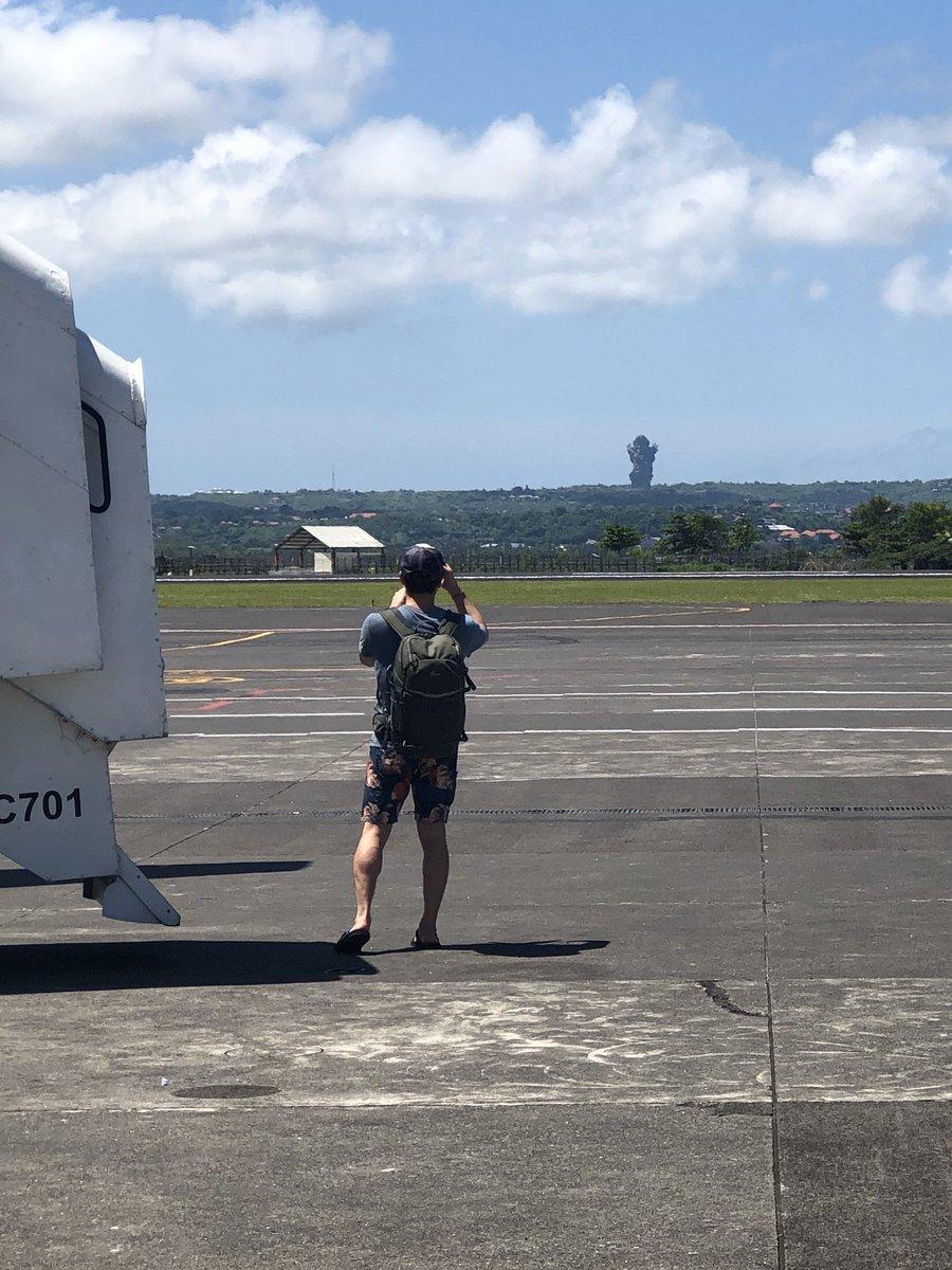 Tadi sebelum masuk pesawat, patung gwk nya sungguh jelas terlihat https://t.co/Ug29UMcEZO