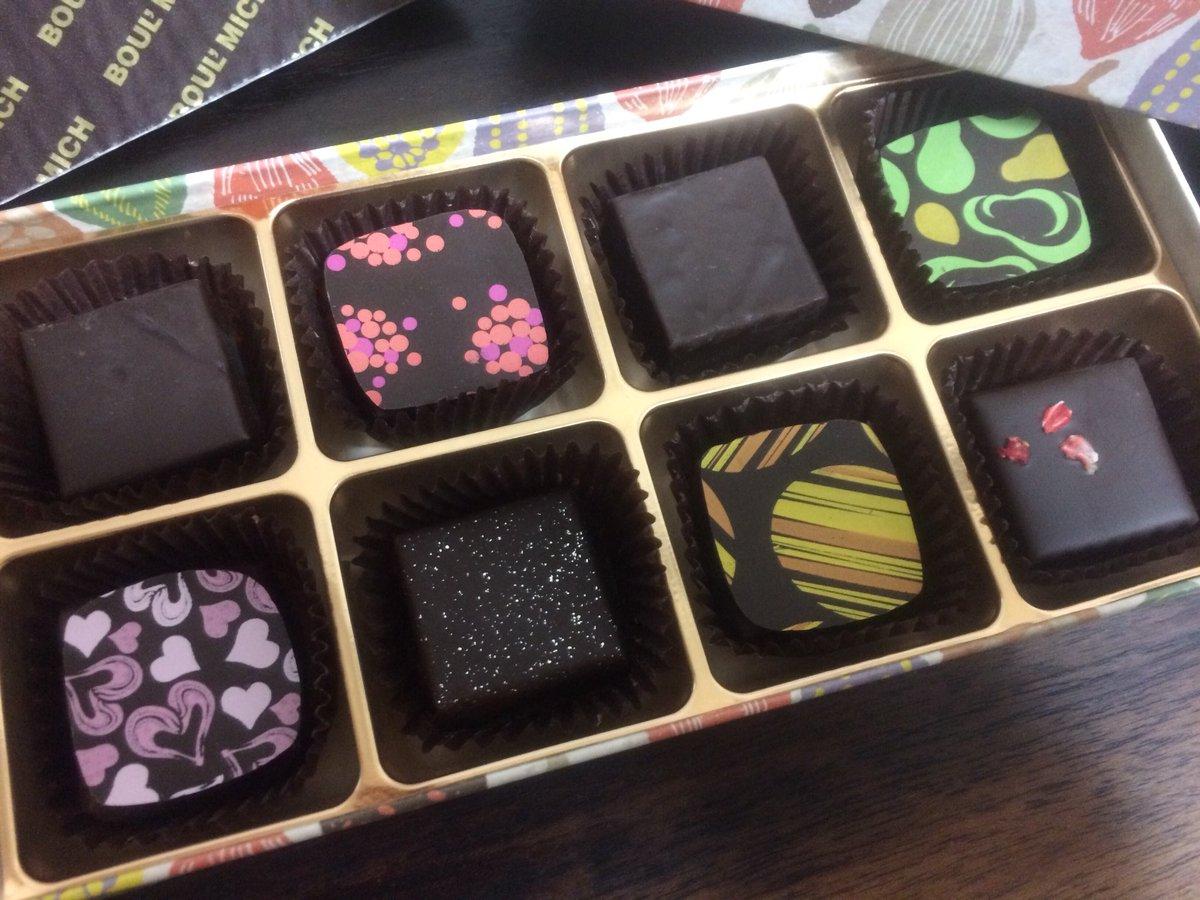 test ツイッターメディア - どうにか入手できた今年のチョコレートたち。ブールミッシュ さんのフルーツガナッシュとギモーヴ、あんま有名じゃないけど凄く好みの味でお気に入り。プリントもかわゆくてテンションあがる。 そして毎年恒例のロイズのシャンパン生チョコですよー✨ https://t.co/VouoElPesd