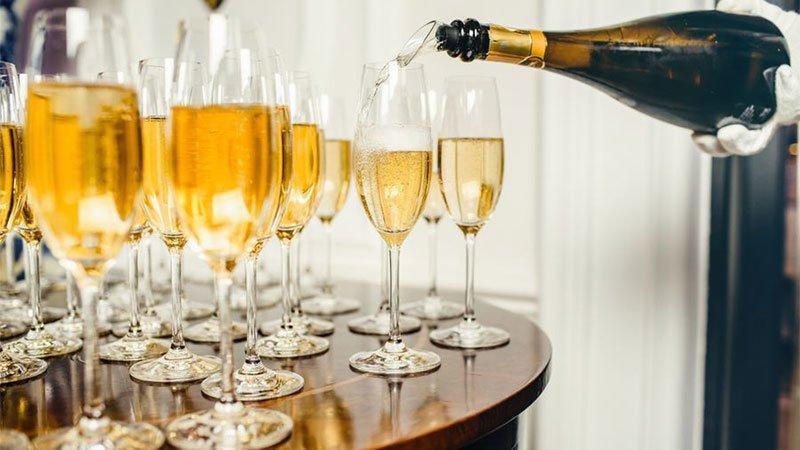 #Guía infalible para elegir una #botella de #champagne. https://t.co/bDwc9fxfPE https://t.co/pPVGB1Eo2E