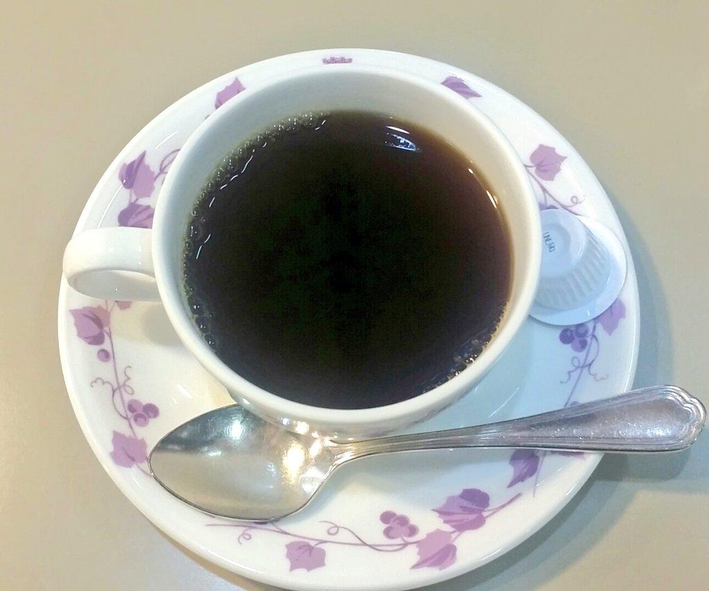 test ツイッターメディア - 横浜の喫茶店☕かをり。 外観から惹かれてしまう✨ハヤシライスとコーヒーをいただき、おいしいと噂のレーズンサンドをお土産に。「昔来たんだよ~」とお話されるおじ様が数人いらして、お店なくならないで~とカウンターで一人ひっそりと願ってました😌  紫きれい💜 #純喫茶コレクション https://t.co/PeVjoFlmzT