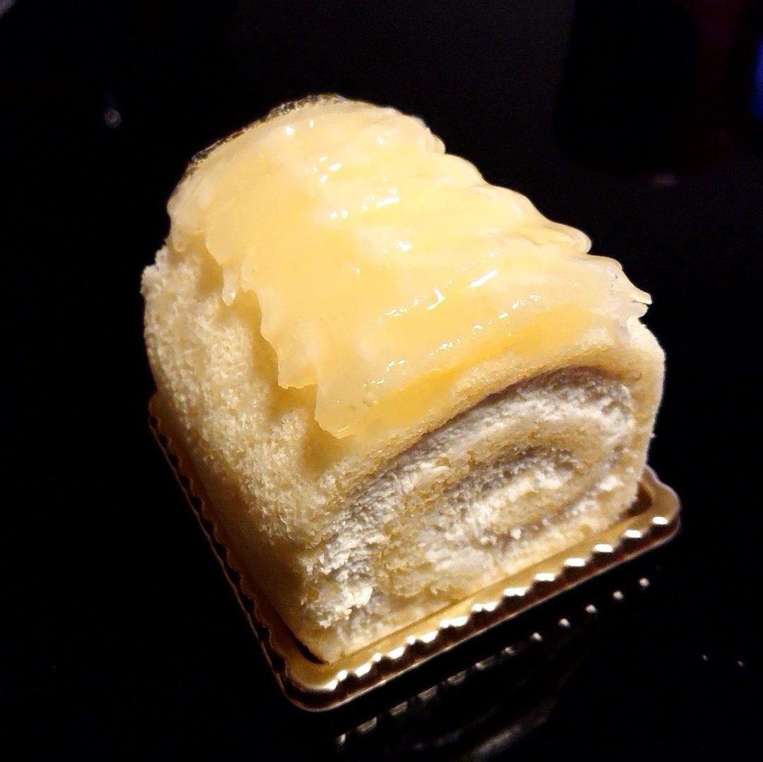 test ツイッターメディア - @hamata1010 スイーツのお土産は、馬車道十番館のフィーヌバケットです。やはりロールケーキが好きです。 https://t.co/tJmgqQGeZT