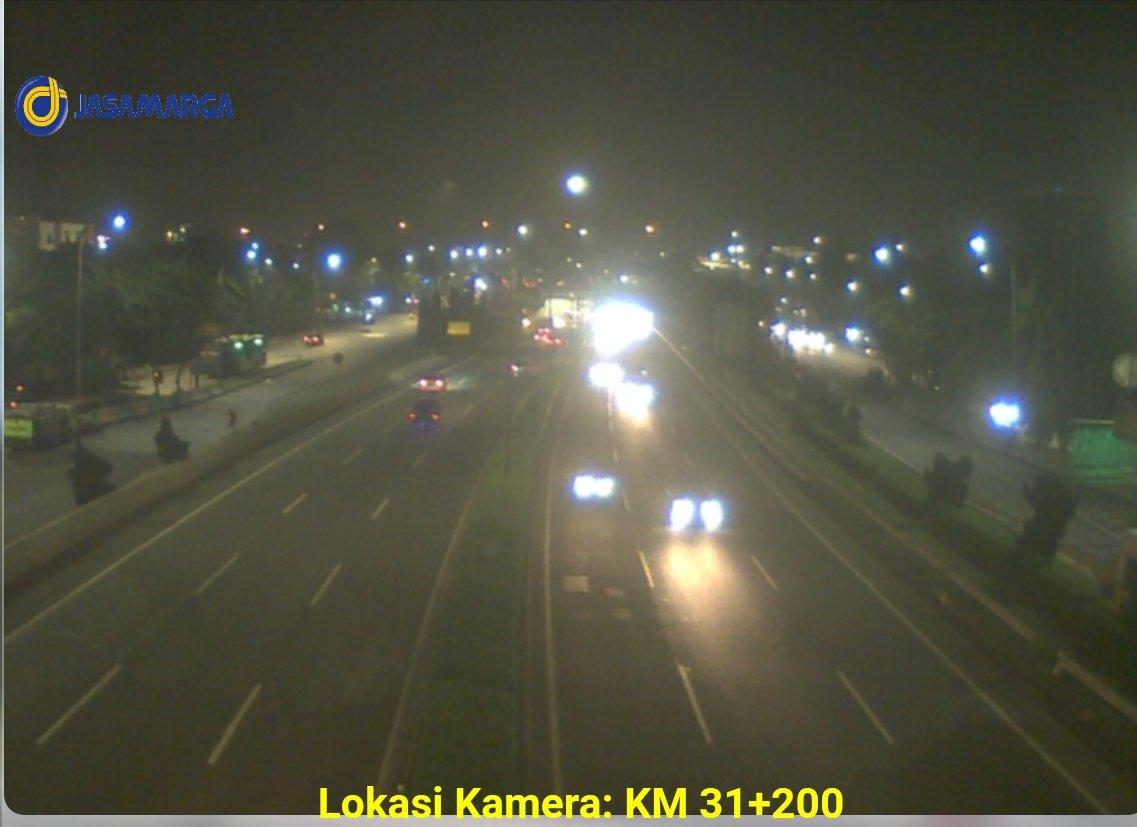 22.27 Arus lalu lintas tol Jorr di KM 31+200 terpantau ramai lancar di kedua arah. https://t.co/0ykH99fdUw