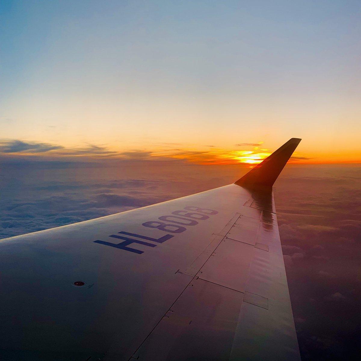 RT @BTS_twt: 요거는 비행기에서 찍은 거 https://t.co/IzfsyXjlNl