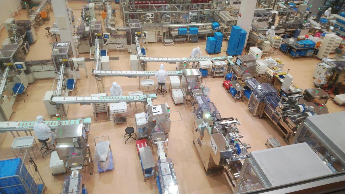 test ツイッターメディア - 浜松では、春華堂秘密工場でうなぎパイが続々とロールアウトしていた。(バンダイ感 https://t.co/hc6ySuF9vT