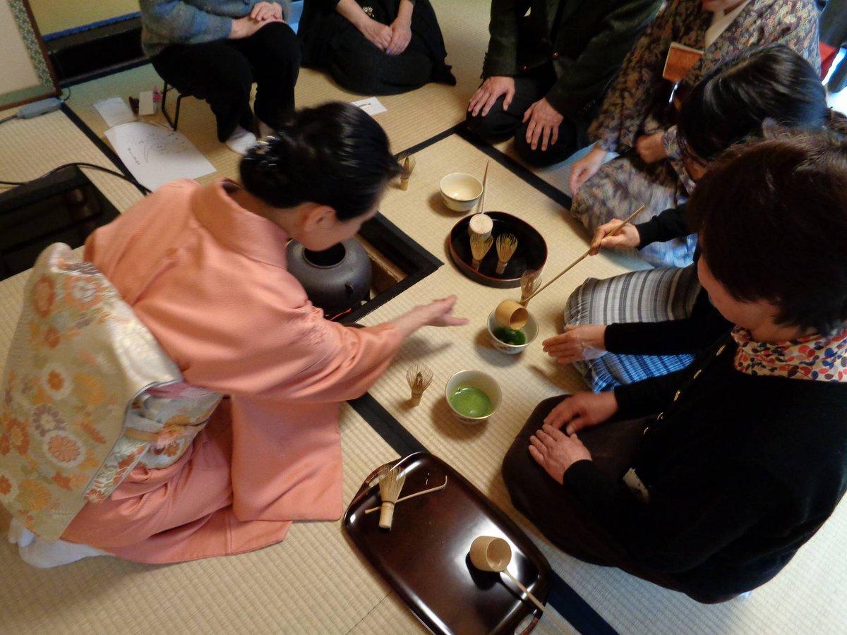 test ツイッターメディア - 【#お茶席体験講座】 水車公園茶室「徳水亭」にて開催のお茶席体験講座の様子です。 事前申込制で、年3回開催しています。 日本庭園では紅白の梅の花が見ごろとなり、みなさま和気藹々とお茶の作法を学ばれていました。 次回は6月に開催予定です。ぜひお申込ください! #水車公園 #徳水亭 https://t.co/GueLc2BX82