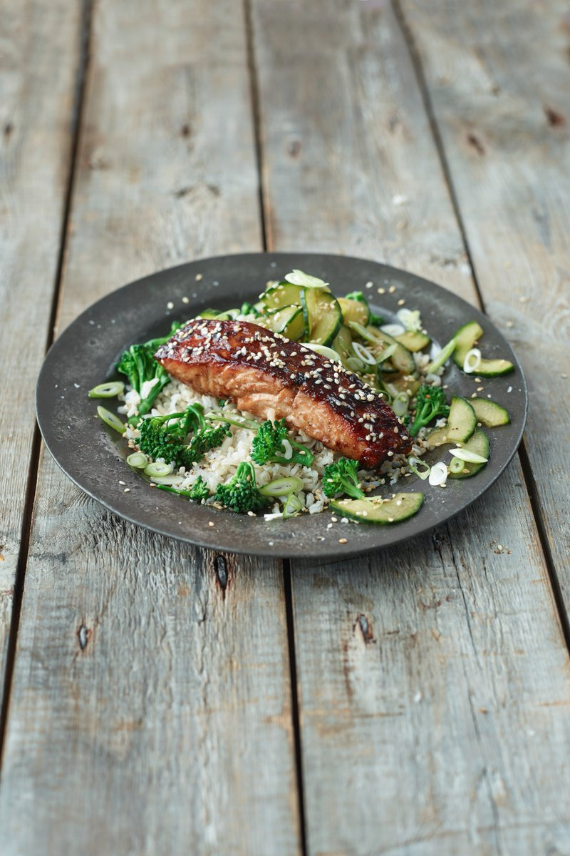 Sticky Asian-style salmon...simple, yet tasty!  https://t.co/CfGD3dJxVS https://t.co/yPf6vAdFQG