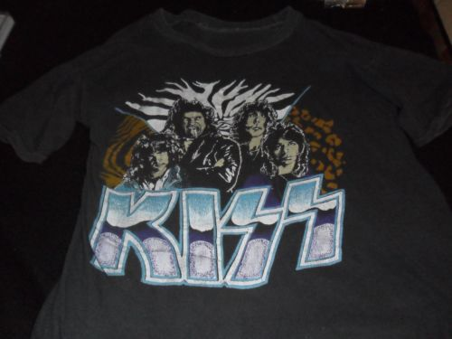 RT @collectkiss: Kiss Vinnie-eric-paul-gene 1983 Lick It Up Era T-shirt !! Good Condition !! https://t.co/RQG6sEWCeA https://t.co/wQveObCm3Y