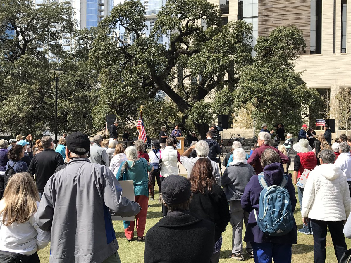 RT @PublicCitizenTX: Great crowd in Austin today for #PresidentsDayProtests #FakeTrumpEmergency #NoRacistWall https://t.co/LsrLegZ3vY