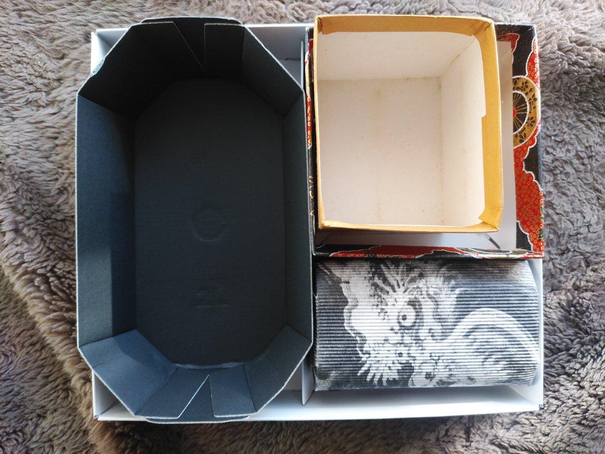 test ツイッターメディア - 空き箱。これは東京ばな奈の内箱にぶどうの黒トレイ、あじ寿司の外箱、京都の和菓子の龍の箱、あとなんかの箱でシンデレラフィット6連発  #他人に理解されにくい自分の好きなもの https://t.co/Molr9l5aPj
