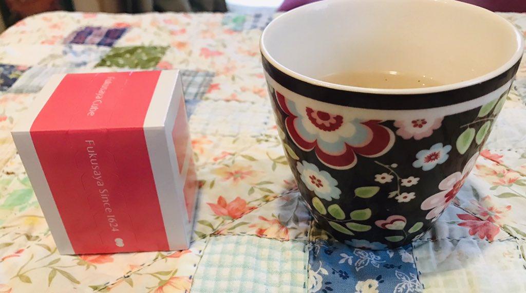 test ツイッターメディア - 福砂屋のカステラと桜のお茶でおやつ。 カチッと組み立てるフォークが付いてくるの嬉しい。 https://t.co/LrVUAsMMWZ