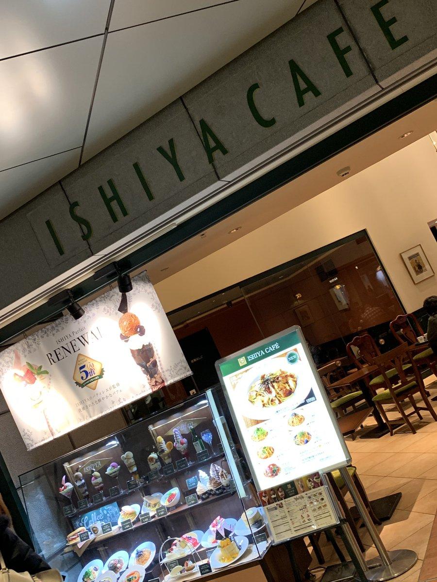 test ツイッターメディア - 朝ご飯のこと考えてたら、こんな時間に👴🏻💦  『白い恋人』で有名な札幌の石屋製菓のカフェ『ISHIYA CAFE』で、遅めのモーニング👴🏻  パストラミサンドと白い恋人ブレンドコーヒー☕️のセットなの👴🏻 https://t.co/f0wjUYJP65