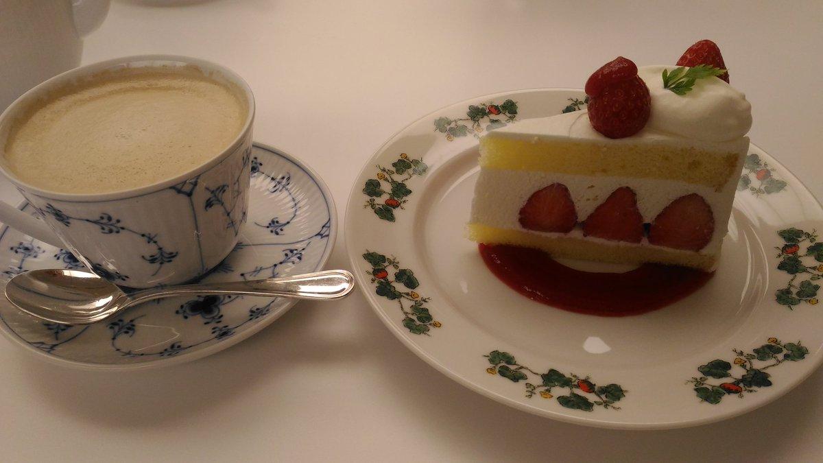 test ツイッターメディア - 札幌グルメ(遠征組ではないけど😂)北海道にしかない六花亭喫茶室💗札幌本店限定ショートケーキがあります。パイスイーツは今もあるかわかりませんが、実はパイがおかわりできました😊おかわりできるのは初めてで感動❣️マルセイバターサンドのアイスが食べられますよ! #星野源 #POPVIRUS_tour札幌 https://t.co/QOu0nLyd3o
