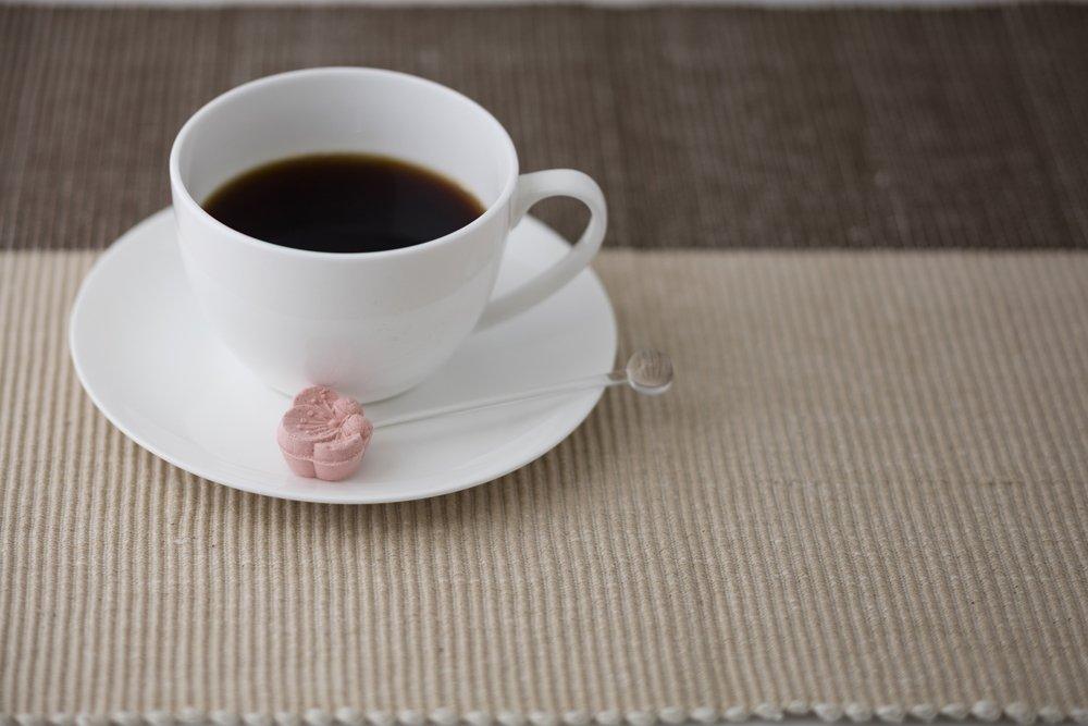 test ツイッターメディア - 〈#ippin あの人の「美味しい」に出会う 〉#有楽町 #丸の内 3/1~3/31は会津若松の老舗菓子舗「長門屋」の和菓子たちが登場!  【和三盆糖シュガーマドラーとスペシャルティコーヒーセット】 伝統文様をかたどった和三盆糖のシュガーマドラーとスペシャルティコーヒーのセット https://t.co/q7lTfI8Y29 https://t.co/rwLHeT7KIM