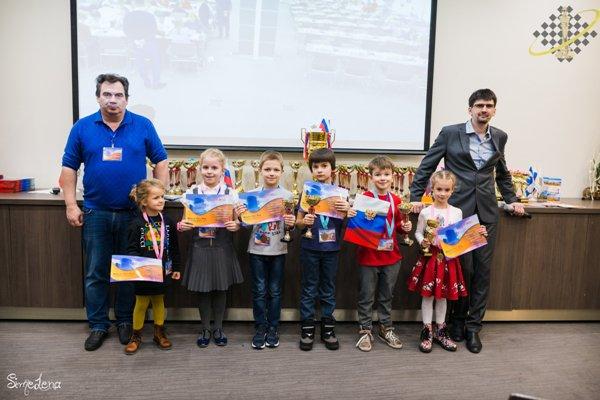 test Twitter Media - В деловом районе «Москва-Сити» прошел 10-й шахматный фестиваль. Он собрал свыше 220 участников https://t.co/7vQcIPDJYT https://t.co/850k9RyshY