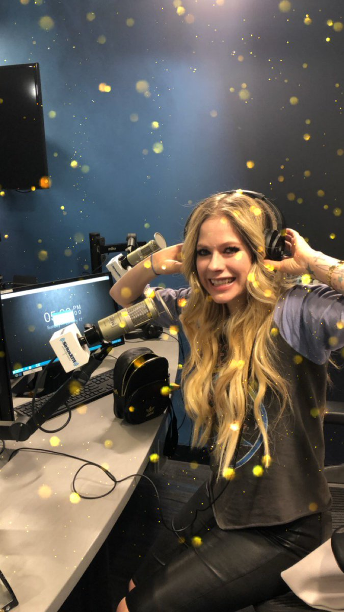 Live on air with Hits1 - @SiriusXMHits1 @SIRIUSXM @MorningMashUp  Listen In: https://t.co/k3rnPuipSI https://t.co/suNsXGueS0