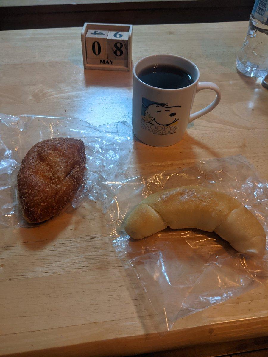 test ツイッターメディア - シベールのカレーパンと塩パン https://t.co/v2Vn7uRUEJ