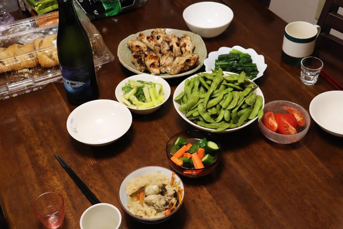 test ツイッターメディア - 今日のご飯。 手羽元の胡椒焼きと牡蠣ご飯など お酒は五十嵐酒造のヘイジーミスティーブルー。 甘みのあるおりがらみで美味しい https://t.co/RoGgVAbAsQ