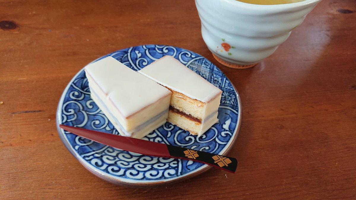 test ツイッターメディア - 今日のお茶うけは田辺市鈴屋のデラックスケーキ。 時々近くのお店の物産展に出ていて、ファンになりました。 https://t.co/2TkYb1RdWm