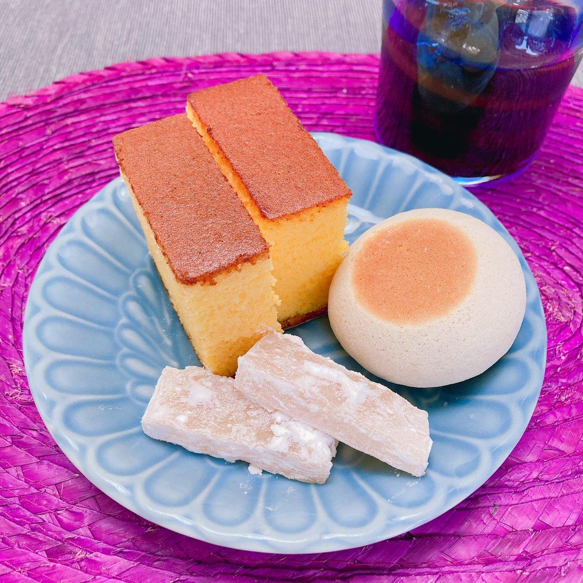 test ツイッターメディア - お昼代わりの甘いものもぐもぐ。カステラは松翁軒の普通のとレモンの。一口香と、レモンの朝鮮飴。 今日まで楽しむ日。 明日から水断食😬 https://t.co/Tlu92epwSN