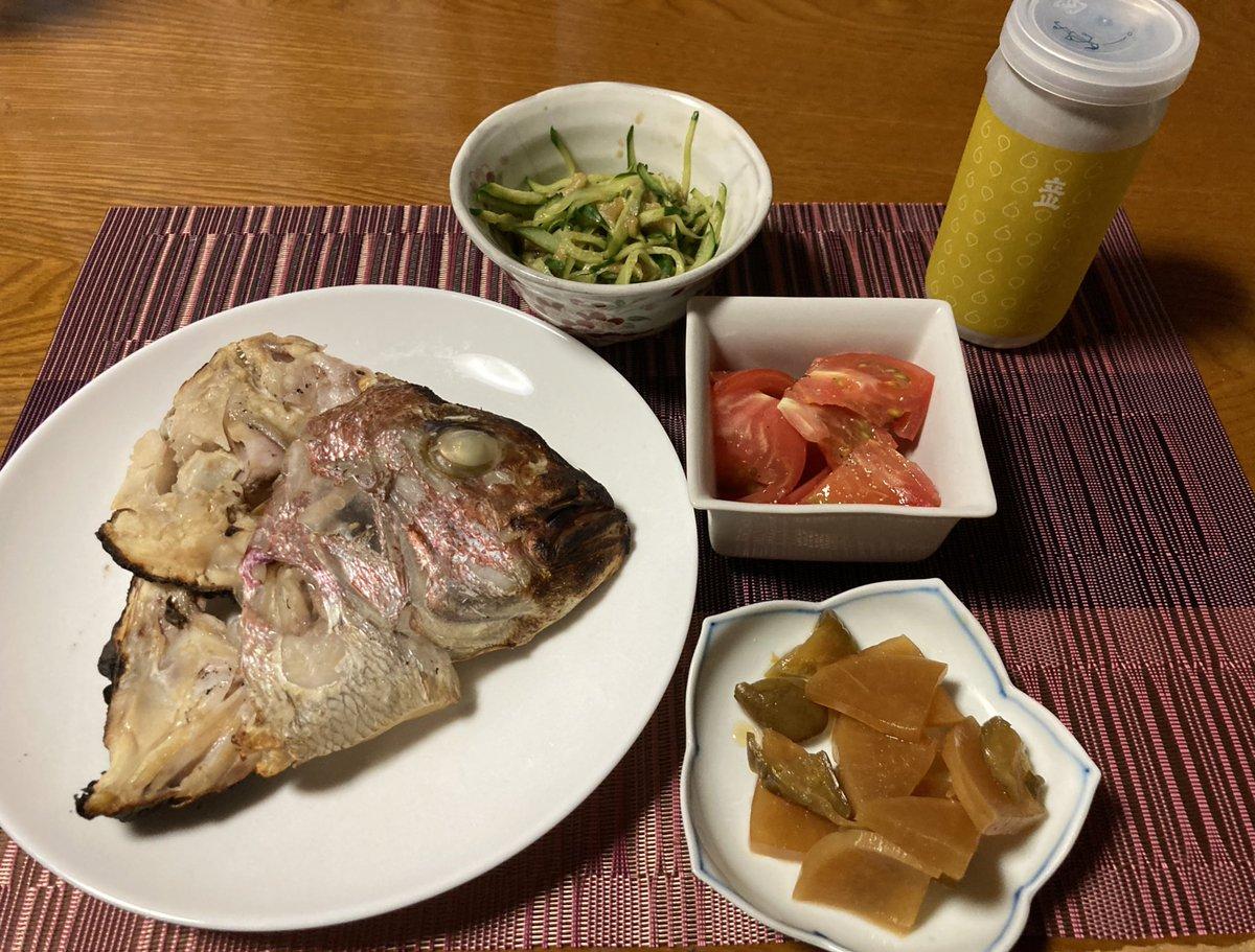 test ツイッターメディア - 今夜の晩御飯は鯛のアラの蒸し焼き、きゅうりと茄子のポン酢サラダ、トマト、よくばり漬け、富山の帰り道に買った立山のカップ酒。 https://t.co/qrfMVzN3ct
