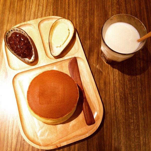 test ツイッターメディア - 今日は母の日ということで何を渡そうかなーと考えた結果、秋葉原方面に所用で行くこともあってうさぎやのどら焼きにしました🍡 本当は自分がパンケーキ食べたかったんですが残念ながら朝起きれず😫💤     来週こそはパンケーキ食べたいのだ🤤もちろんお一人様ですけどなにか☝️😤  #目の前は桃山 https://t.co/Lzpvx2CVC8