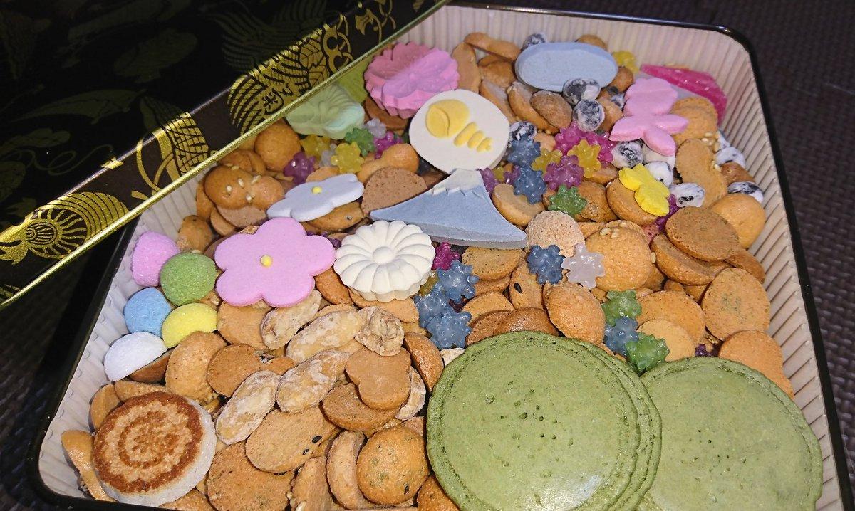 test ツイッターメディア - 冨貴寄貰ったけど落雁も金平糖も食べれないのでひたすら茶色のやつだけ食べてる。落雁好きな人間この世にいるのか…? https://t.co/8cvjMMUS5K