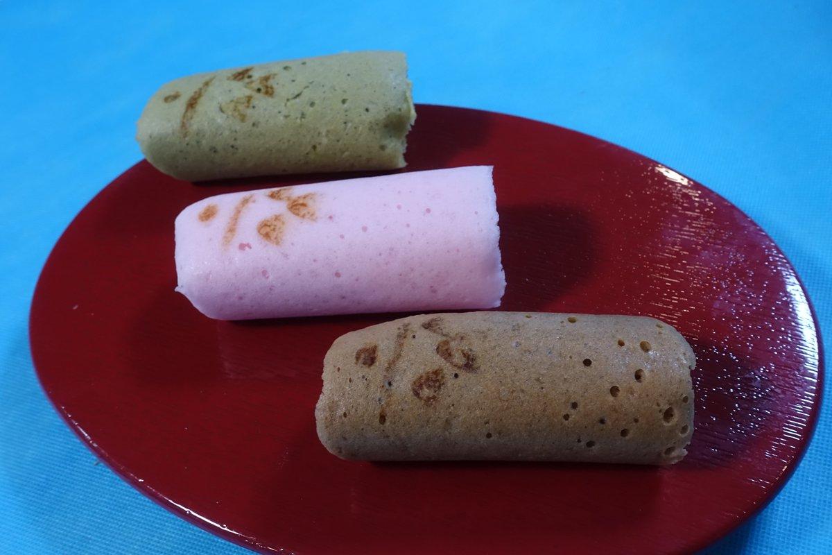 test ツイッターメディア - 柴舟小出 ふかふか こいのぼり 軽い食感のカステラをあんやクリームで包んだこどもの日限定の和菓子。 黒糖・抹茶生地には粒あん,ピンク生地にはいちごクリーム。 粒あんは甘さ控えめ,いちごクリームはいちごの酸味が効いた仕上がりで美味。 5日までの期間限定発売。 https://t.co/tiHdEQiUxW