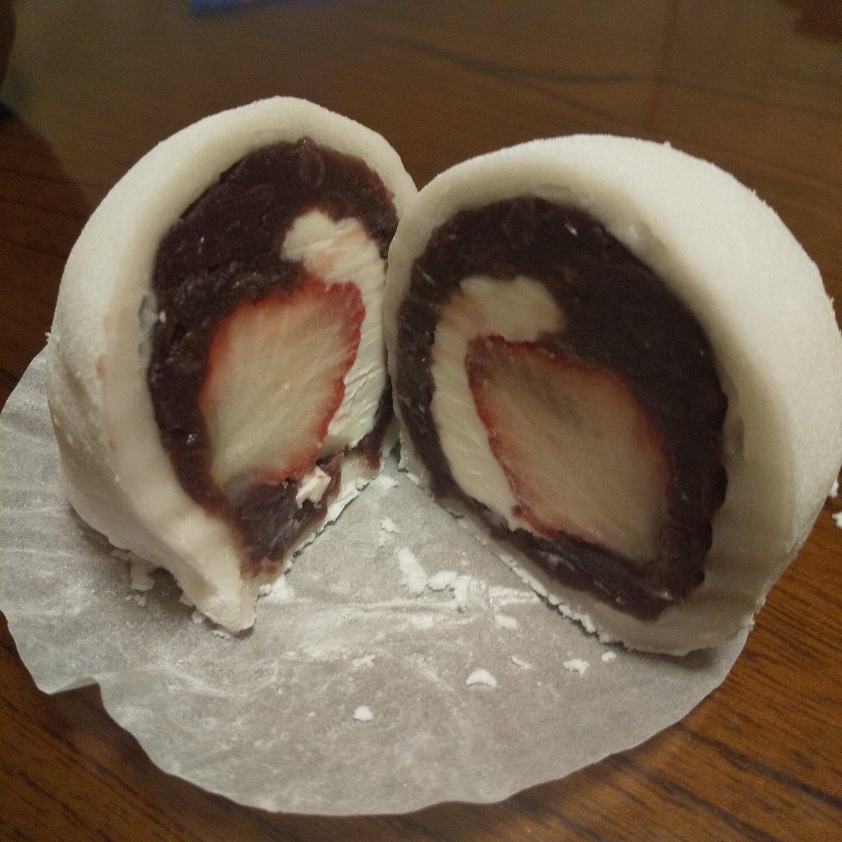 test ツイッターメディア - 九州にお住まいの方はご存知かも知れない「なんじゃこら大福」 中に苺と栗とクリームチーズが入ってるんだけど、欲張って丸々1個食べると後悔するほどでかい💨 半分で十分満足な美味しさですよ 宮崎に行かれた際はぜひぜひ😊 https://t.co/nkbiiFDtXo