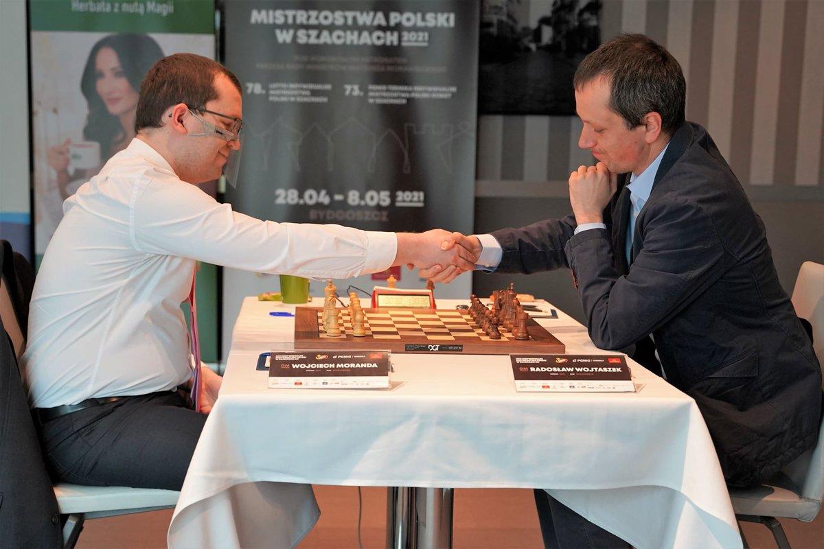 test Twitter Media - It's GM Wojciech Moranda (2618) vs GM Radoslaw Wojtaszek (2694) in the final of the 78th LOTTO Polish Championship, held over the board in Bydgoszcz.  Live: https://t.co/TJdg0Opnig  📷: Polish Chess Federation https://t.co/kn9bQ2ZiEF