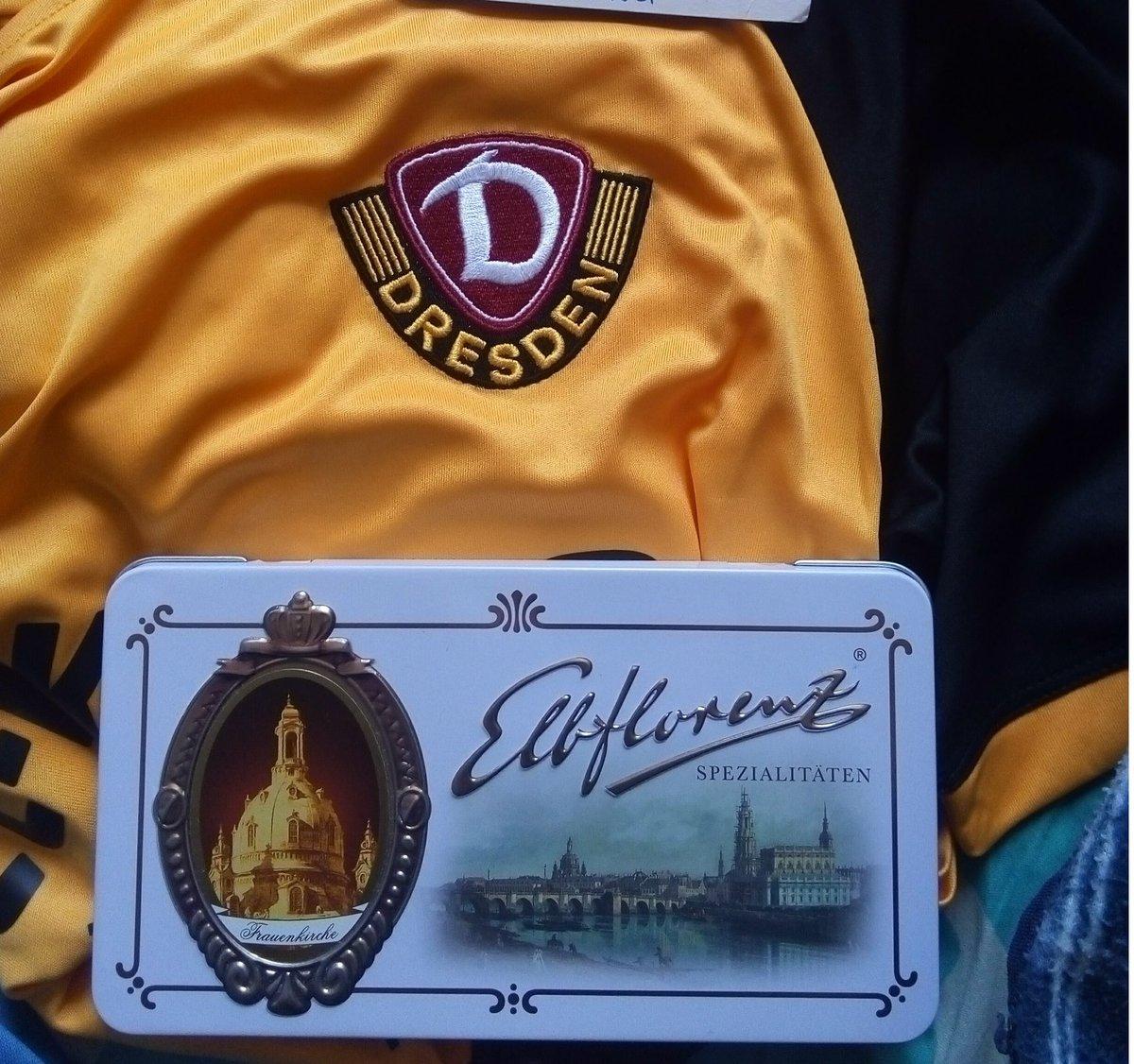 test Twitter Media - @einfach_Michi_ Hallo, Ich wünsche dir einen schönen Abend! Ich sage Ihnen, dass mir gestern ein Dynamo Dresden-Fan ein offizielles Teamtrikot und ein paar leckere Pralinen als Geburtstagsgeschenk geschickt hat. Ich bin sehr froh, das Shirt erhalten zu haben 😊😍 https://t.co/QrIOI2ymcw