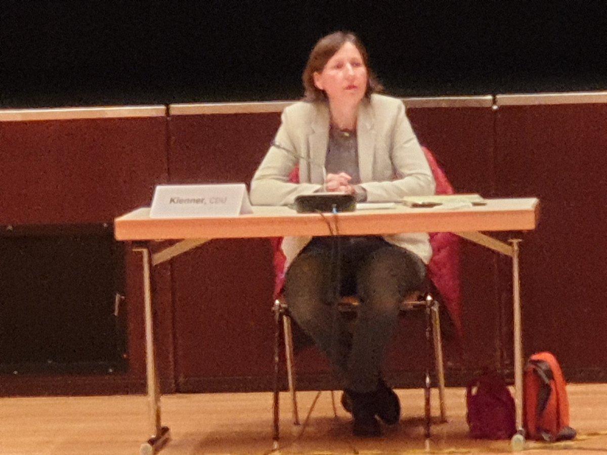 test Twitter Media - Als #Vorsitzende im #Ortsbeirat 8 #Frankfurt löst Frau Katja #Klener Herrn Klaus #Nattrodt, der das #Amt 20 Jahre inne hatte, ab. Sie wurde mit 16 #Stimmen bei 3 Enthaltungen gewählt. Quasi als #Geburtstagsgeschenk konnte sie ihre #Arbeitsschwerpunkte vortragen. https://t.co/1RoIENh1PL