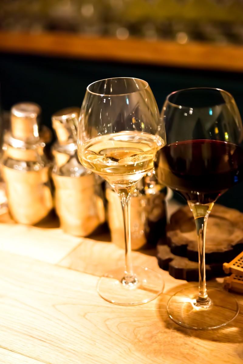 test ツイッターメディア - [ wain ] nanyo 南陽市は、山形県の南東にある人口約3万2千人の市 。現在5つのワイナリーがあり、南陽市産や県産のぶどうにこだわってそれぞれ独自の製法で醸造しています。柄はワインをモチーフにしたものです。 #monmonmon #南陽 #ワイン #デザイン https://t.co/iE1Ab8yTcK