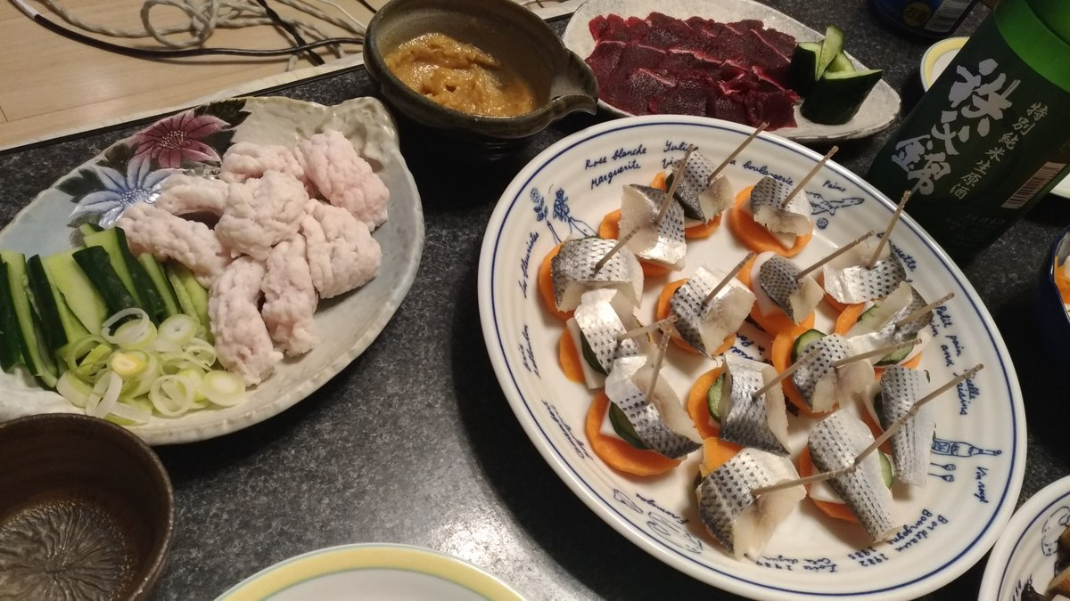 test ツイッターメディア - 今日は鯨の刺身の他、骨切り済みの鱧を入手したので酢味噌で、小鰭は野菜と串刺し🐟️🥒🐳 酒は秩父錦の続き🍶 1日経って味が濃くなったぞ(゚∀゚) https://t.co/HWRpkSrSUE