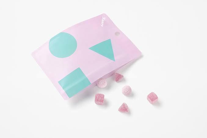 test ツイッターメディア - もちふわカチグミ グレープ味 味:★★★☆☆ パッケージが話題を呼び、丸→ふわふわ、三角→もちもち、四角→かちかち、の3つの食感が楽しめる小ぶりのグミ。本当に個人的な好みなんだけど、三角のグミが彩果の宝石みたいなゼリー菓子の食感だったのでそれだけ苦手だった。丸が美味しい。#和三盆のグミ https://t.co/Ofnrh6Gwge