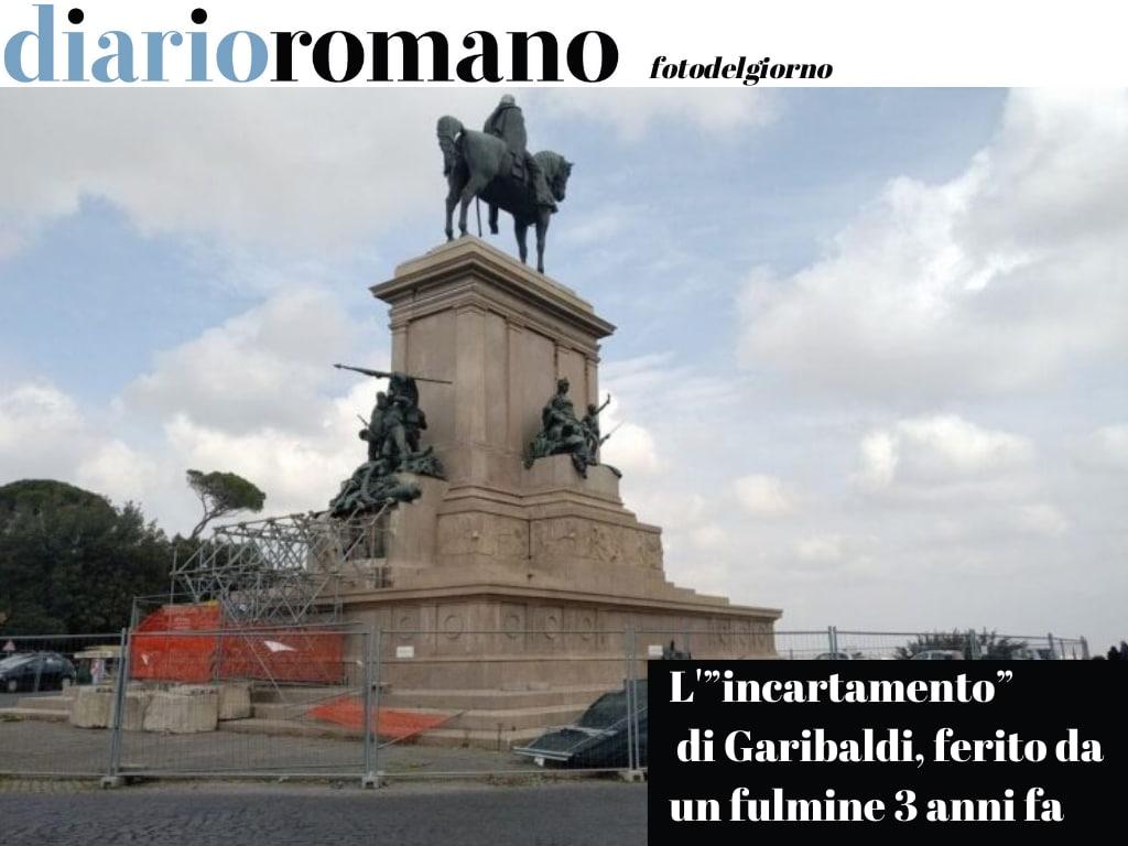 """test Twitter Media - """"incartamento"""" di Garibaldi ferito da un fulmine e abbandonato al degrado da tre anni, in attesa di un semplice intervento di sistemazione di un blocco di cemento. Sit-in sabato 8 maggio ore 12,00. #Roma #fotodelgiorno https://t.co/s9f5Vvq4Sg"""