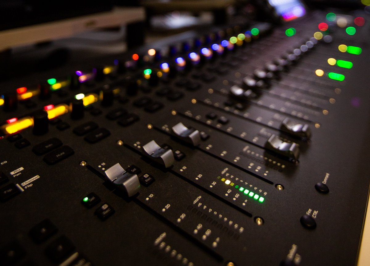 Now Hiring: Grade, Online & Dubbing Assistant with Avid Media Composer experience and an ambition to develop finishing skills such as grade/online or tracklay/mix. More info & apply via @tvtalentmanager here: https://t.co/YBB6jpEZce https://t.co/FwiIg8glqT