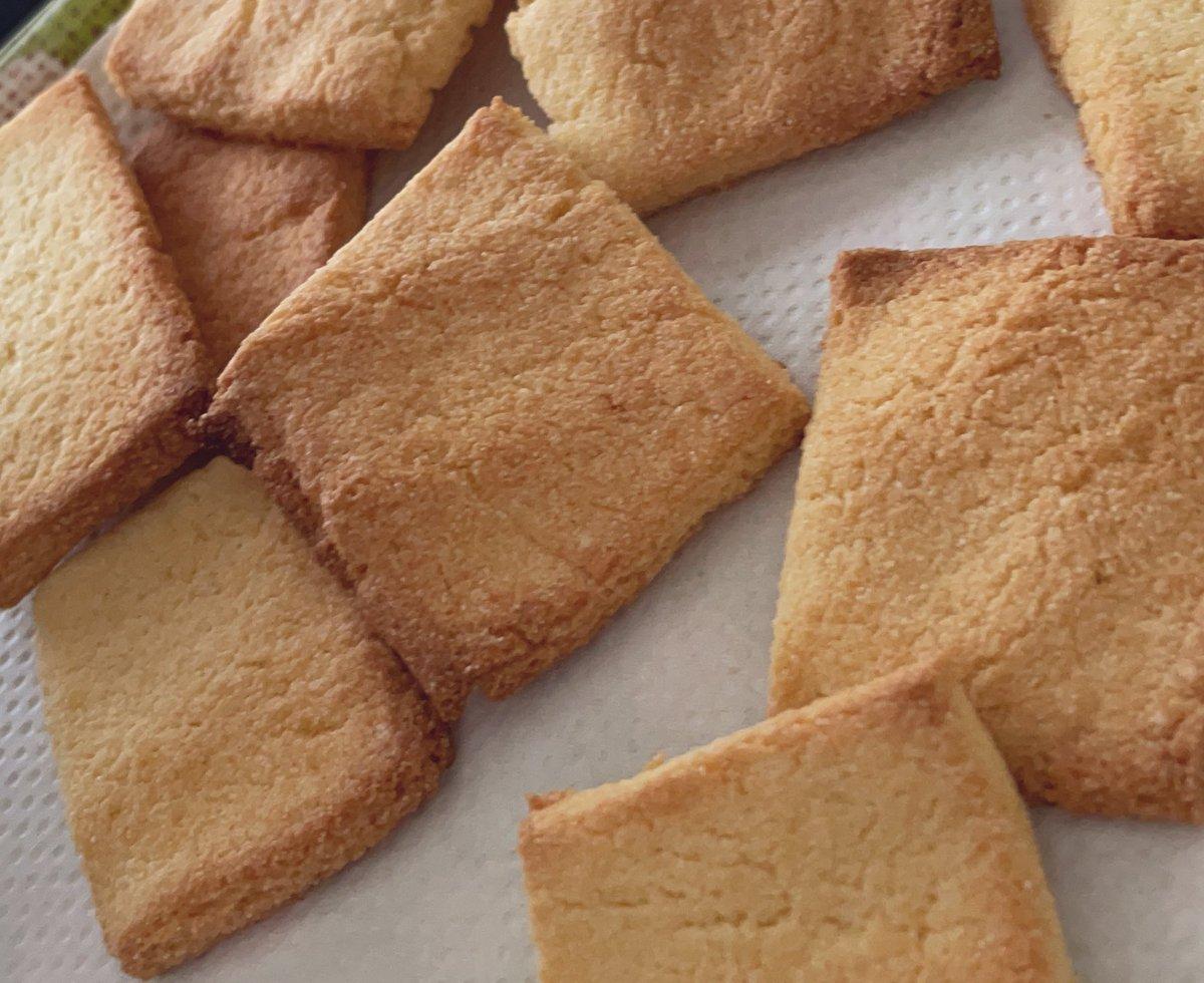 test ツイッターメディア - 霜ばしらの緩衝材として入ってた落雁粉をやっとクッキーにしたぞ〜! 甘さかなり控えめでプレーンのみ。しかも適当に切っただけだけどw https://t.co/FFLOJiyrHa