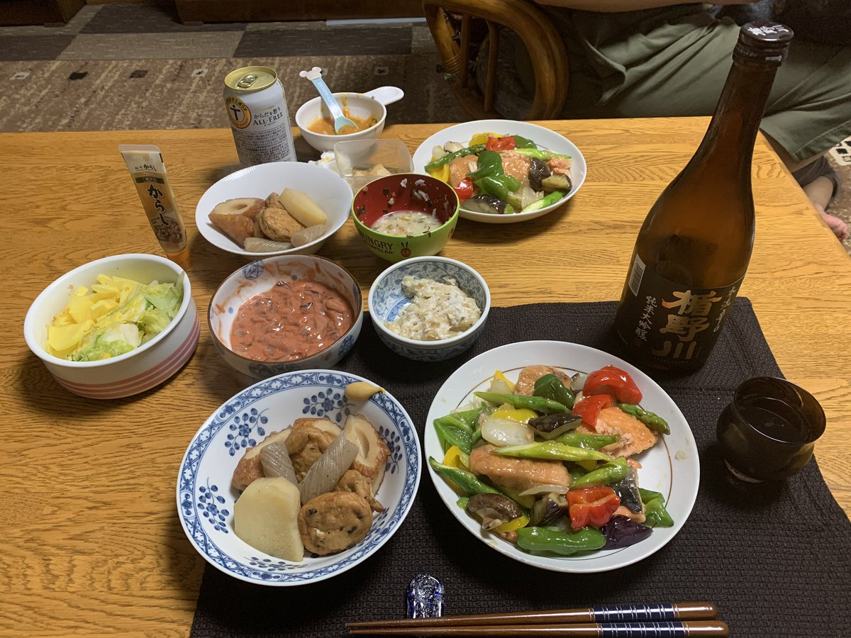 test ツイッターメディア - 在宅勤務終了して晩酌なう。北海道襟裳産のマスの八宝菜風、おでん、数の子ワサビ漬、イカ塩辛、白菜漬&たくあん、山形県酒田市の楯の川酒造「楯野川 純米大吟醸 本流辛口」(酒米:出羽燦々)。 今夜はおふくろメニュー。メインは八宝菜風だけどほぼほぼ日本酒メニューだな。辛口の酒に合う!(笑) https://t.co/sIBPGFZhuN