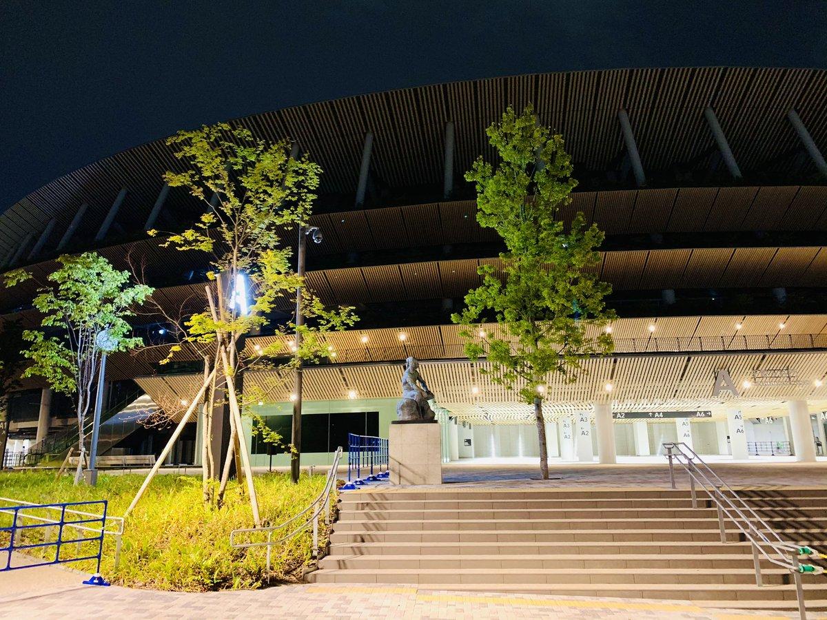 test ツイッターメディア - 夜、時々歩く神宮外苑。今晩のオリンピックスタジアムは久々照明点灯。準備本格化か。一方、五輪中使用不可になるはずの神宮球場で東京六大学、プロ野球とも開催継続の情報あり。五輪中止ということか。 #2024東京パリ共同開催 が感染症対策、五輪改革双方の観点から合理的。 https://t.co/X3dtUXhof4