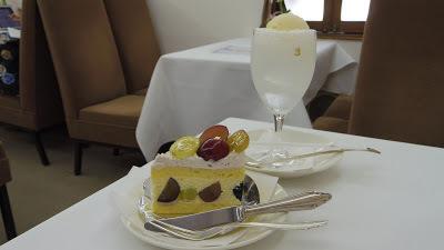 test ツイッターメディア - 季節の葡萄のケーキを食べてきた!クリームソーダは甘くない!銀座「銀座ウエスト 銀座本店」 https://t.co/Ar35RbeWU4