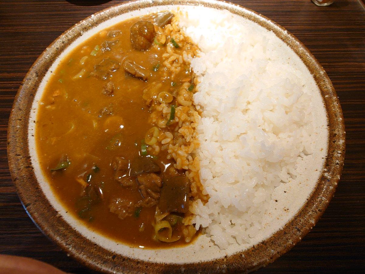 test ツイッターメディア - ココイチの地域限定メニューが東京でも食べられると最近知ったため関西限定の牛すじ煮込みカレーを食べてきました 生たまごは関西限定ということでトッピングは半熟たまごにしましたが煮込みの甘さと合って美味しかったです  #飯テロ神くー団  #お昼ごはん https://t.co/27zPYo64gC