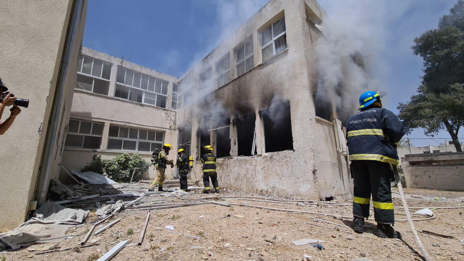 Zojuist is een school in Ashkelon in Israel direct getroffen door een raket uit Gaza. De school gesloten ivm het gaande conflict. #Israel #Gaza https://t.co/nAOScRZAtX