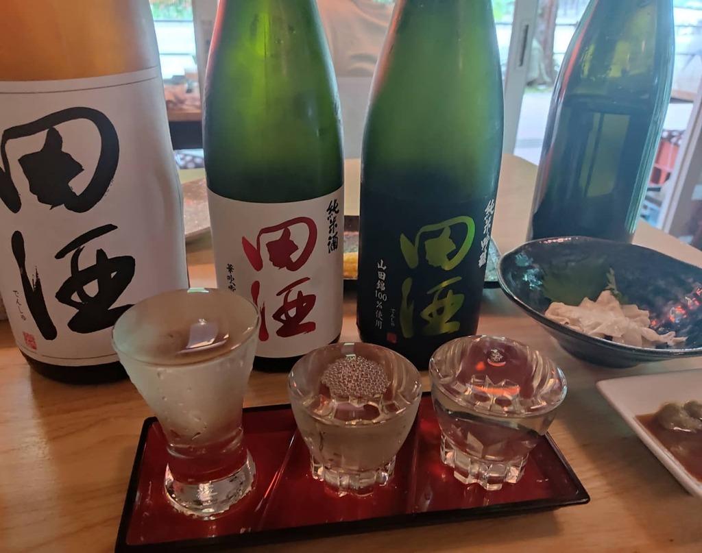 test ツイッターメディア - 田酒の飲み比べ。あと、くどき上手、花浴陽、雨後の月を飲んで、酒提供自粛前の在庫整理を手伝ってきました^_^;#クロカル#田酒#大衆酒場#昼飲み#日本酒#神宮前#熱田#神宮前商店街#居酒屋 https://t.co/bB7CyXIuRj