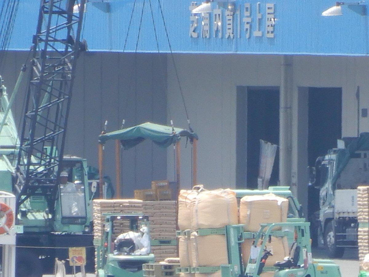 test ツイッターメディア - 竹芝桟橋(東海汽船発着場)近くの建物2階広場からはこんな光景が見られます。 #内航船の日 https://t.co/4Q2HQpMA0a