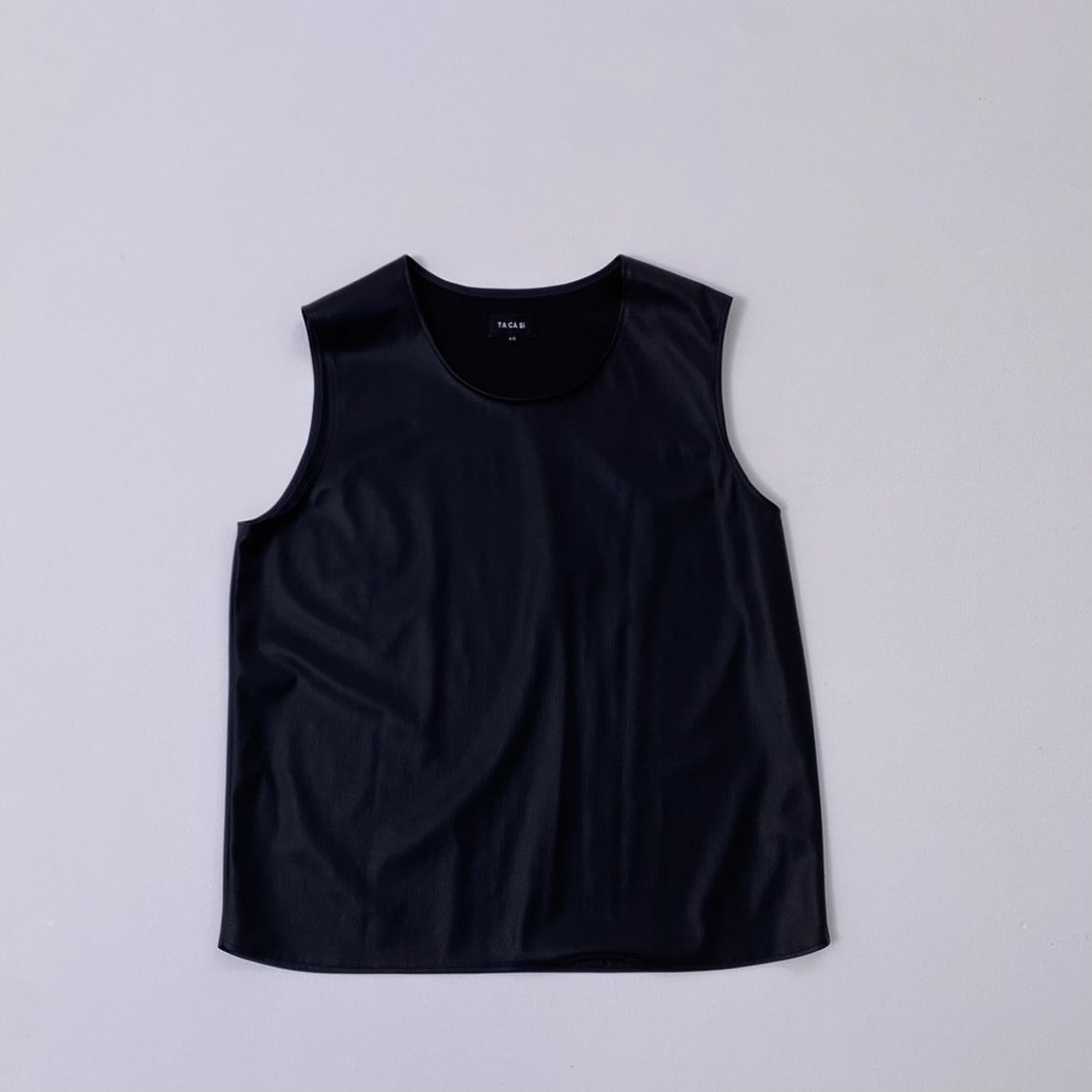 test ツイッターメディア - 発売前からすでに話題の #SexyZone #中島健人 さんの #美体グラビア 💕💕 発売日まで待ちきれない!という方のために衣装をチラ見せ🥰 本来はレイヤードして着るレザーベストをワイルドに一枚で着てもらったのですが、かっこよく着こなしてくださりました✨✨ 5月21日発売の #VOCE7月号 をお楽しみに! https://t.co/lEOCJPSJUP