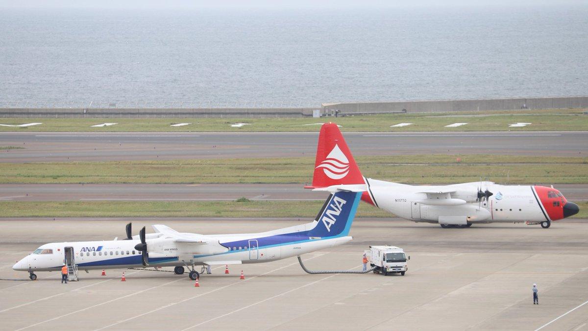 test ツイッターメディア - 12番スポットではプロペラ機のボンバルディアが駐機中です。このあとANA335便として熊本に向かいます。後ろを別のプロペラ機がタキシングしていきました。C130ですね! #セントレア https://t.co/EtDhkLpTxP