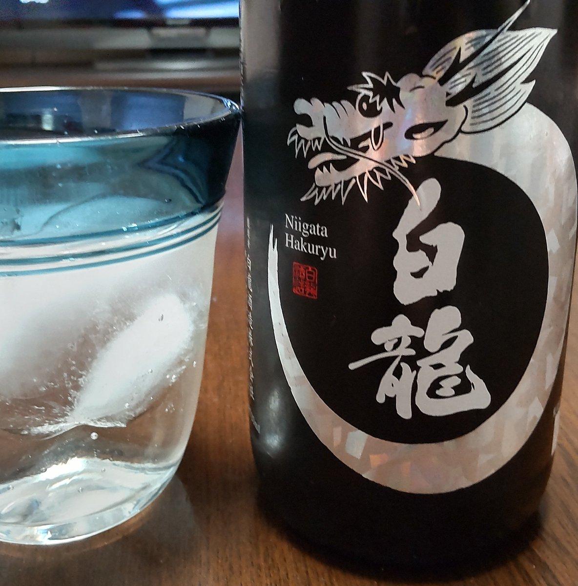 test ツイッターメディア - ついにオフィス内にコロナ感染者出ました😏フロア内の全く違う部署ですが自粛と営業停止とリモートと健康観察かと思いきや…普通に出社です(笑) いつもと同じで日本酒🍶を接種いたしまぁす✨  #白龍 純米吟醸原酒白龍 https://t.co/wrnbwL2oJm