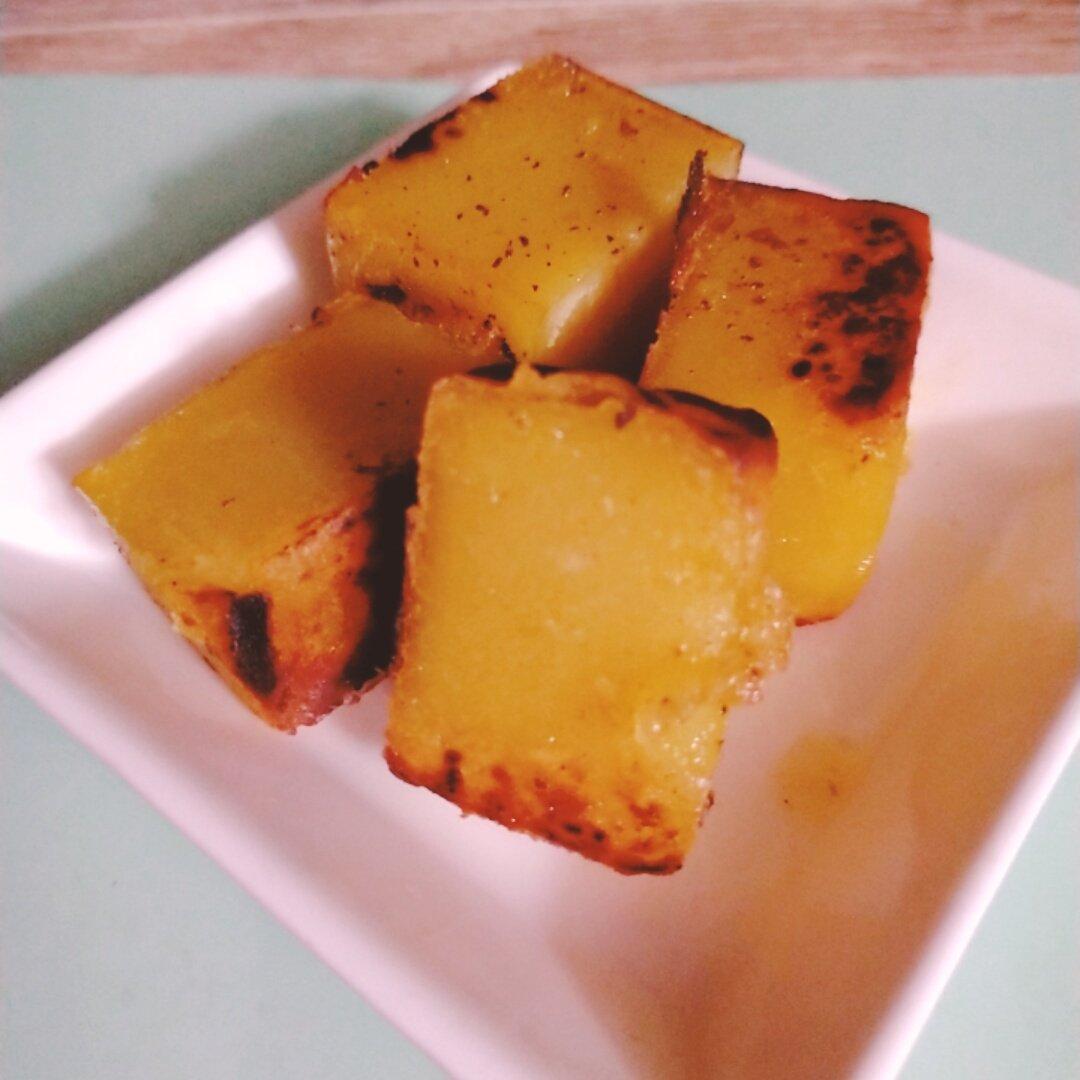 test ツイッターメディア - 舟和の芋ようかん。バターで焼いたら美味しいと箱に書いてあったのでやってみた。  めためた美味。 少しカリカリに焼いたら中のほくほくさとのギャップがたまらん。 https://t.co/KjxfwjuGBx